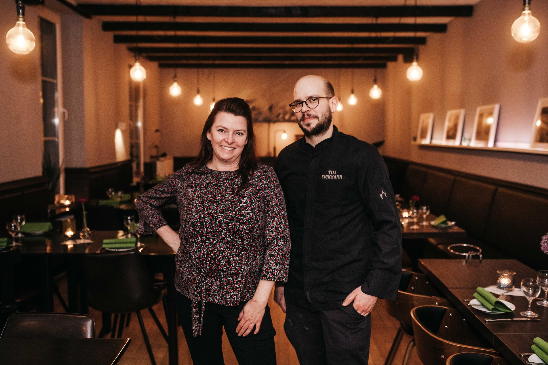 Iris Frenzen und Küchenchef Till Eickmann